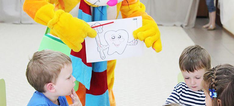 Стоматология «Тонус КРОХА» рассказывает деткам о правильном уходе за зубами