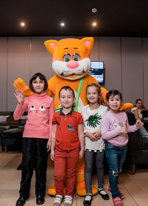 КРОХА-Кот поздравил всех родителей и их малышей с Днем матери!